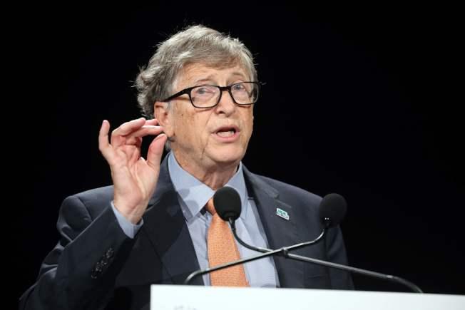 民主黨總統參選人華倫要徵富人稅來支付全民健保,億萬富豪比爾蓋茲質疑,如果交了1000億稅,「我還剩下什麼?」(Getty Images)