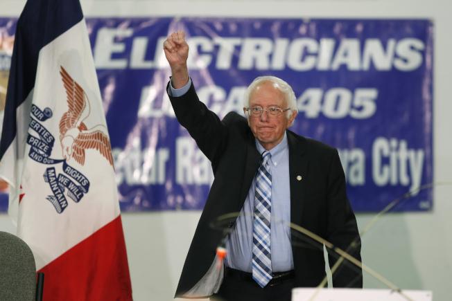 民主黨總統參選人桑德斯說,他若當選總統,將暫停遣返無證移民。(美聯社)