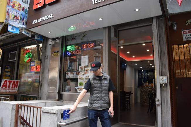 「擺也壽司」業主林Tommy說,該餐館在日前被殘障人士控告後,該名殘障人士「獅子大開口」,要求6000元的和解金。(記者顏嘉瑩/攝影)