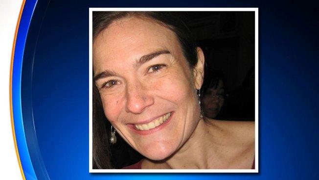 哈林一名男子斬下妻子珍妮佛‧史萊希特的頭顱和割斷五歲女兒的頭顱後,上吊自殺,以血腥方式結束失敗的婚姻。(CBS紐約地方電視台截圖)