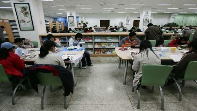 在校大學生們學習很辛苦,必須吃飽睡好。(聯邦眾議員托雷斯辦公室提供)