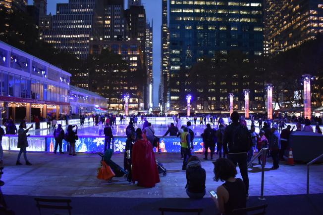 占地1萬7000平方呎的大型溜冰場,是紐約市少數免入場費的溜冰場。(記者顏嘉瑩/攝影)