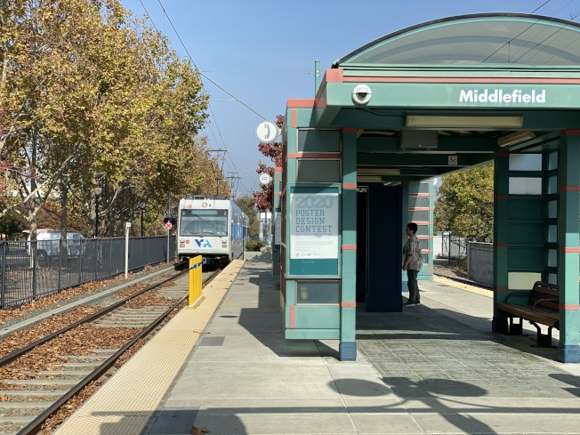 Middlefield車站也位於東惠斯曼開發計畫中,靠近未來的零售中心Village Center。(記者林亞歆/攝影)
