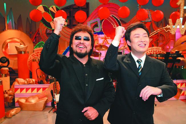 張菲(左)、費玉清曾一起主持「龍兄虎弟」。(本報資料照片)