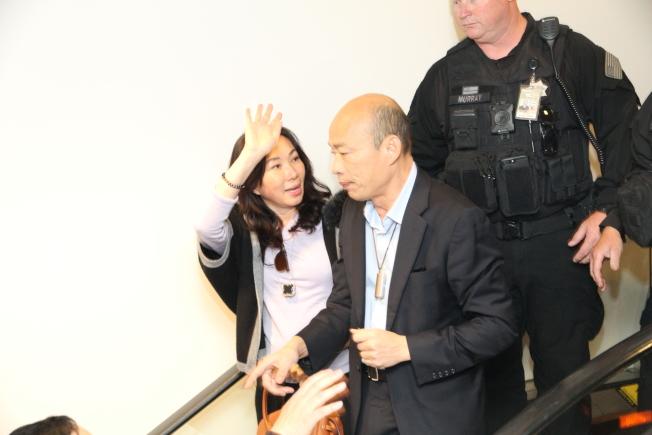 韓國瑜(右)與李佳芬被爆在失業期間買豪宅,庶民形象遭質疑。(本報檔案照片,記者李榮攝影)