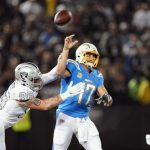 NFL/瑞佛斯遭3度抄截 周四晚電光不敵突襲者