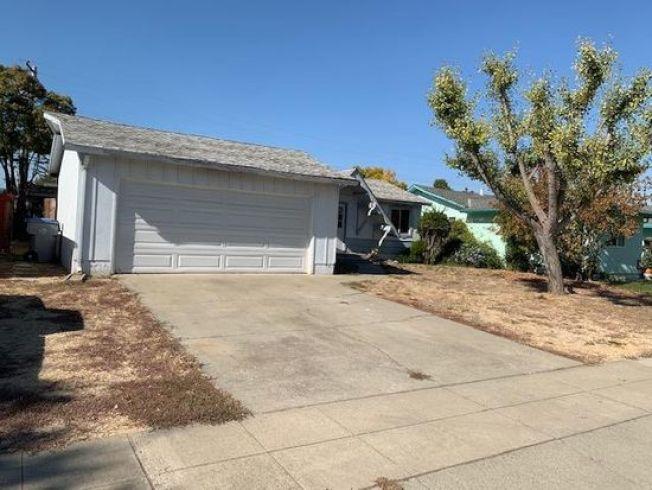 這棟本周開售的聖荷西房子(Noella Way 5157號),3臥2浴,居住面積1065平方呎,開價89萬9950元。(圖:房地產公司提供)