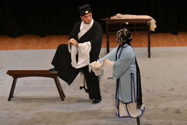 海外崑曲社與法拉盛文藝中心攜手,帶來崑曲中少見的幽默喜劇「評雪辨蹤」, 11月9日在法拉盛文藝中心演出。(主辦方提供)