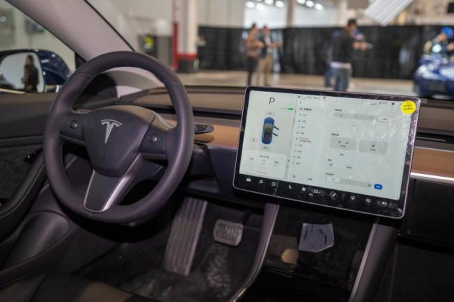中國國產特斯拉駕駛作業系統將採用最新的V10系統。(取自《上觀》)