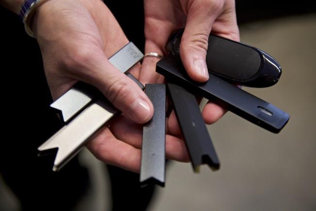 非法電子菸製造商將致病原因之一的「醋酸鹽維他命E」做為增稠劑,恐導致吸電子菸人士肺部損傷。(美聯社)