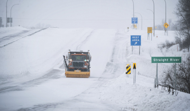 氣象預報稱,北極寒流下周發威,全美大部地區11月就出現寒冬景象,圖為今年2月底明尼蘇達州的嚴寒景象。(美聯社)