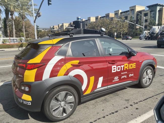 爾灣街頭的自動駕駛出租車。(記者尚穎/攝影)