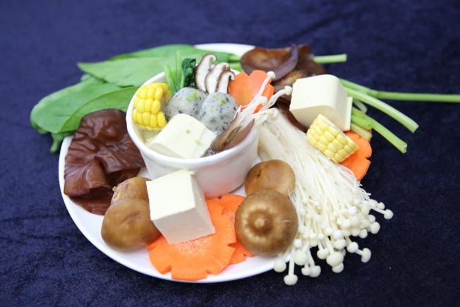 富含鈣質與膳食纖維的「高鈣纖蔬湯」,富含一日所需的鈣質及三分之一的膳食纖維。(圖:台灣花蓮慈濟醫院提供)