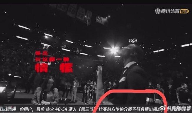 騰訊體育以跑馬字幕宣布,由於熱火vs湖人比賽前方傳輸介質不符合播出標準,目前無法提供比賽畫面。圖翻攝自微博