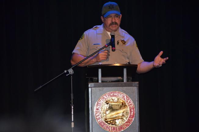 洛縣警局社區聯絡主管Louis Denver提醒家長重視孩子的互聯網安全。(記者王全秀子/攝影)