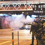港警民衝突 催淚彈波及記者