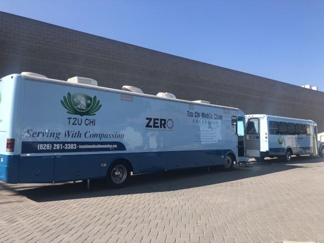 慈濟健康日出動大型醫療車提供免費癌症篩檢服務。(記者王若然/攝影)