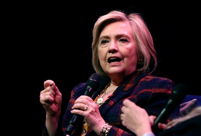喜萊莉‧柯林頓前策士表示,目前民主黨選將都不強,選民期待救星出世,柯林頓有可能再度出馬參選。(路透)