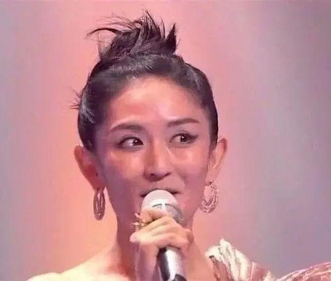 謝娜的妝容被網友質疑得罪了造型師。(取材自微博)