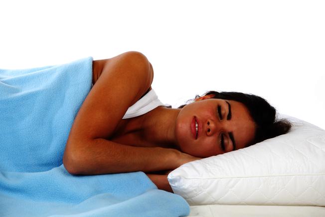 睡眠的重要性不言可喻,而一項刊登在《科學》期刊的研究顯示,睡眠可以幫助「洗腦」,以清除大腦中的毒素。 圖/ingimage