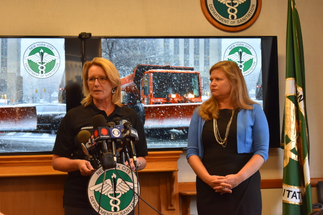 市清潔局與市緊急事務處理辦公室11日召開記者會,針對12日發布下雪警報。(記者顏嘉瑩/攝影)