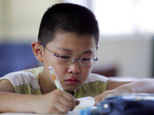亞裔父母只關心孩子分數。如果沒有拿滿分,就認為孩子不夠努力。(Getty Images)
