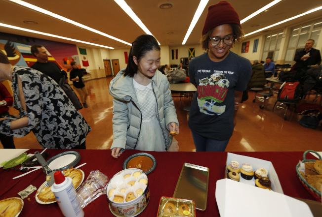 出生成長在英語國家,亞裔青年已經適應了英語國家文化。(Getty Images)