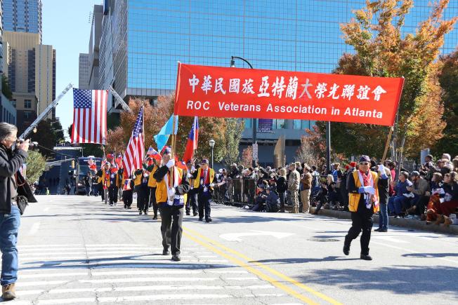 亞特蘭大榮光聯誼會參加第38屆喬治亞州退伍軍人節大遊行。(記者陳淑玲/攝影)