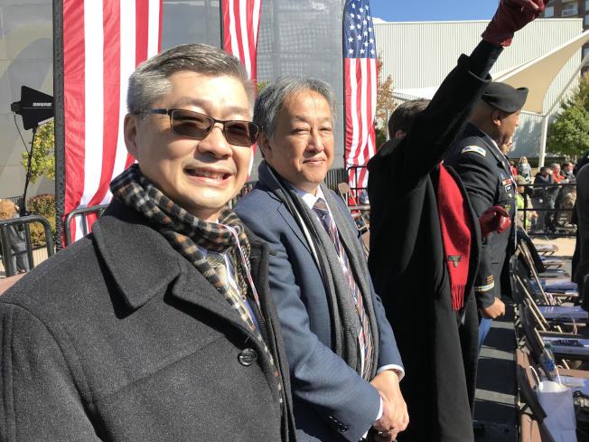 駐亞特蘭大台北經濟文化辦事處副處長洪中明(左)與日本總領事Kazuyuki Takeuchi在評審台上觀禮。(經文處提供)