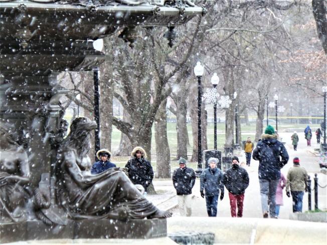波士頓周二下午可能降雪,周三最低溫只有32度。(記者唐嘉麗/攝影)