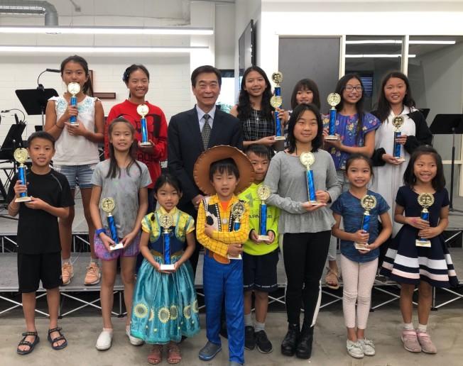 爾灣靈糧中文學校日前舉辦「正體漢字文化節」活勤。(主辦方提供)