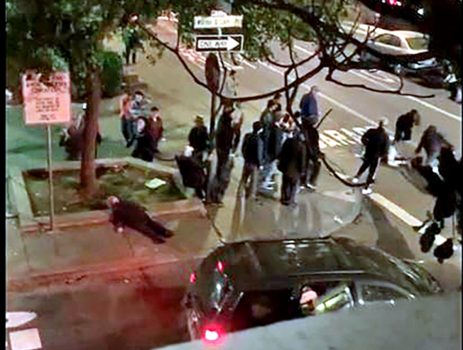 三名非裔男子在華埠花園角暴力攻擊三名華裔老人的影片在社交媒體公布後,中英文媒體大幅度報導事件。(讀者提供)