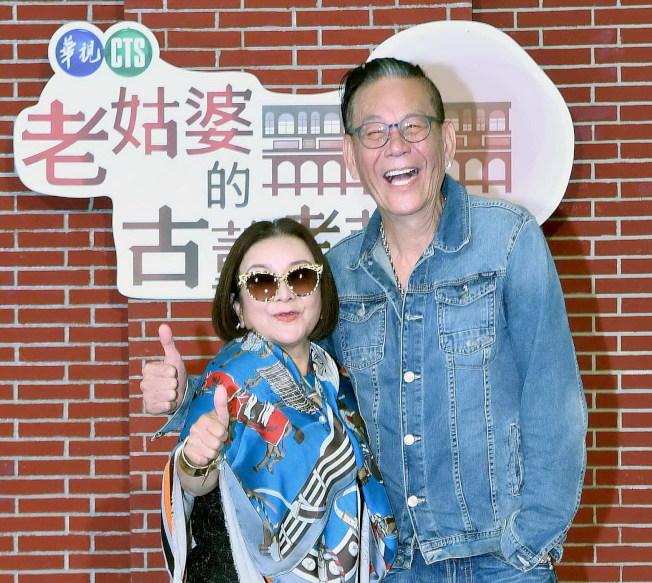 吳秀珠(左)和龍劭華合作業天倫的新戲「老姑婆的古董老菜單」。(圖:華視提供)