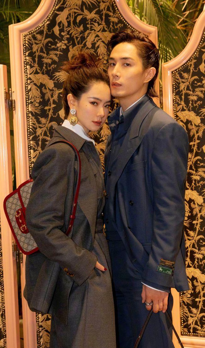 戚薇(左)和李承鉉是一對恩愛夫妻。(取材自微博)