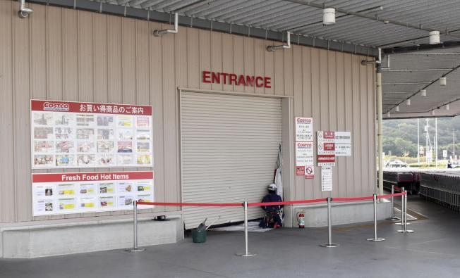發生搶案的日本北九州市好市多大門。圖/取自網路