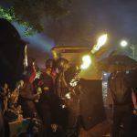 港警水炮車噴學生 中大示威者擲汽油彈反擊