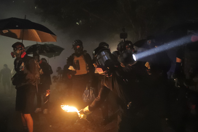 香港中大晚上爆發新一輪衝突。美聯社