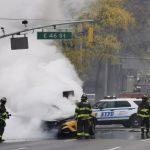 紐約曼哈頓出租車起火 濃煙遍布