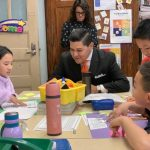 了解紐約市雙語教育項目發展 卡蘭扎走訪皇后區163小學