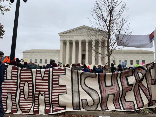最高法院12日首度聽審決定全美66萬「夢想生」命運的「童年抵美暫緩遣返」行政令。(記者張筠 / 攝影)