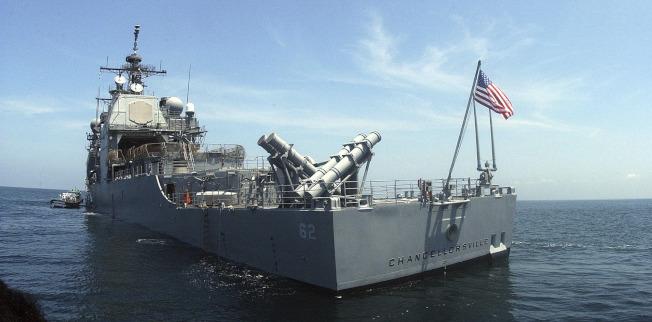 美國海軍巡洋艦昌塞勒斯維號12日行經台灣海峽。圖為該艦檔案照。(美聯社)