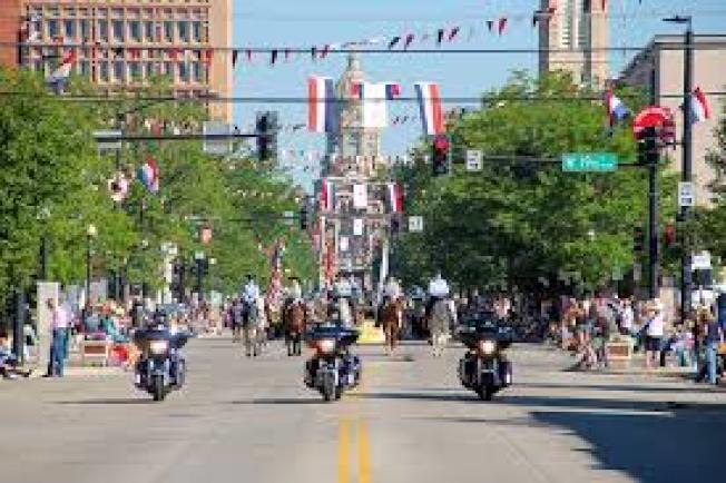 分析報告顯示,懷俄明州對退休人士來說最省稅。圖為懷俄明州最大城市斜陽市舉行遊行。(取自臉書)