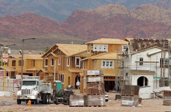 調查顯示,拉斯維加斯的屋主回報率最高,賣房時可賺一筆。圖為拉斯維加斯大蓋新屋。(Getty Images)
