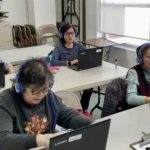 華人商家捐600副耳機 布碌崙社區受惠