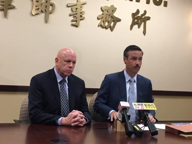 華明勝律師事務所華明勝律師(左)、合夥人Thomas Johnston(右)12日呼籲家長和學校關注青少年電子菸氾濫問題。(記者楊青/攝影)
