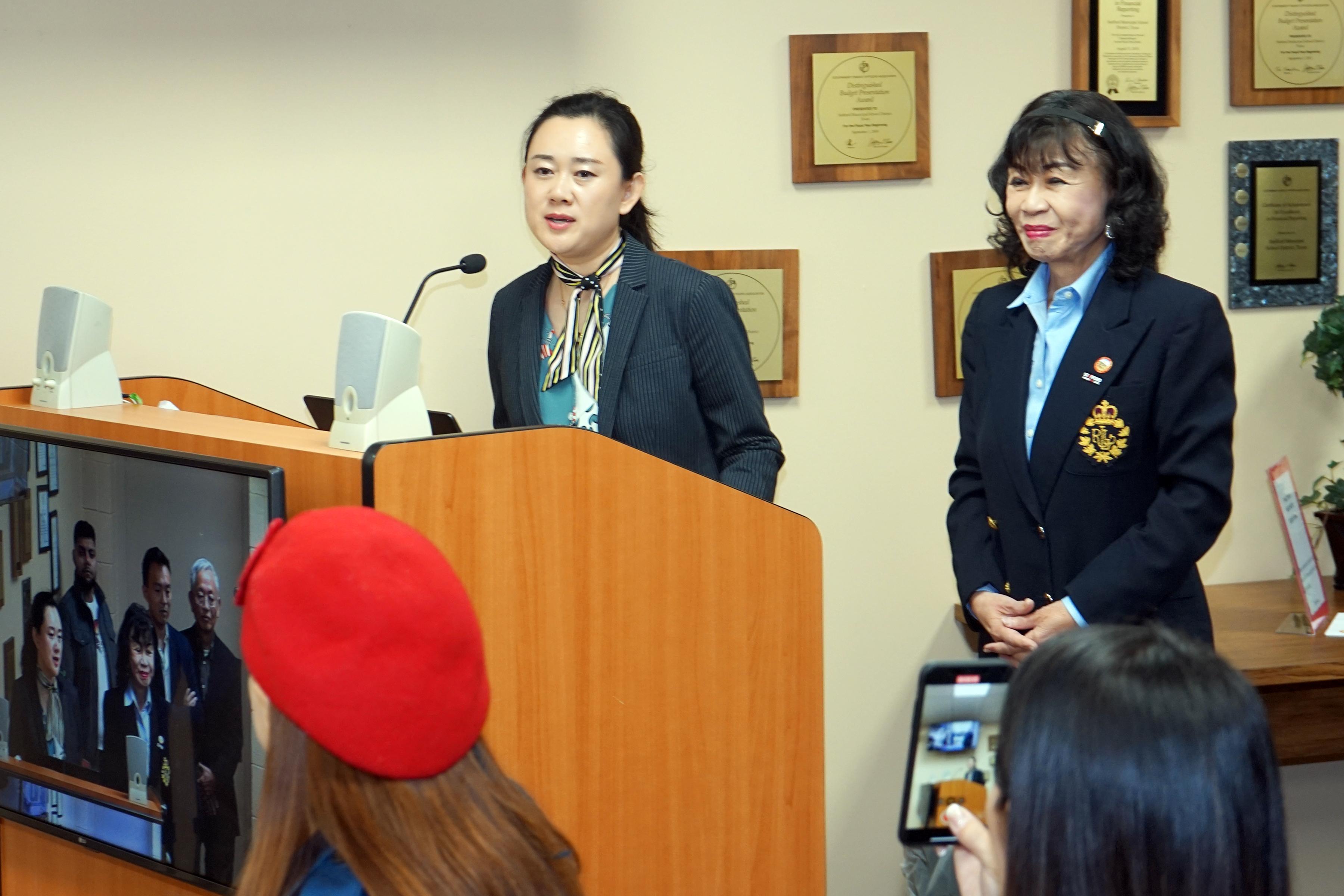 希望之源基金會主席杜少博(左一)致詞。(記者賈忠/攝影)