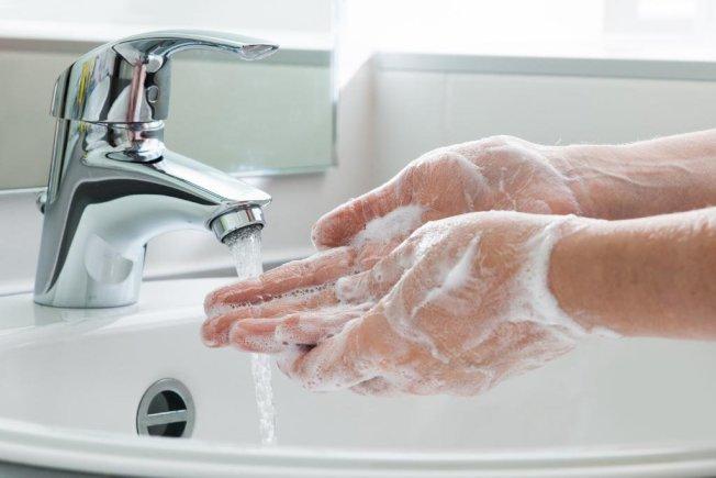 消費者多項搭遊輪的不良習慣中,不洗手可能帶來嚴重後果。(取自推特)