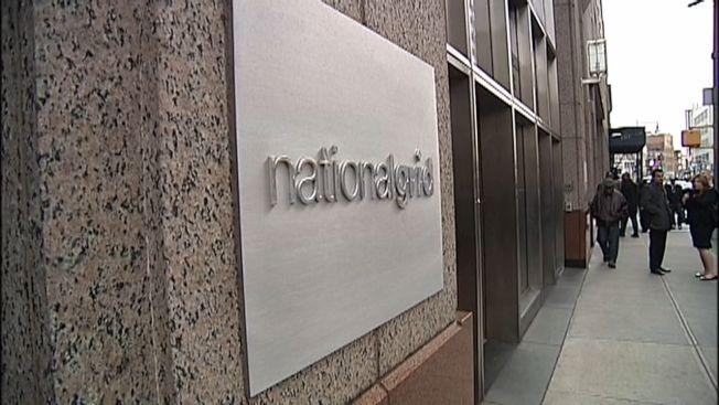 葛謨州長12日上午通知國家電網公司(見圖),他計畫吊銷該公司向下州供應瓦斯的執照,除非他們結束自今年5月就開始的暫停服務新用戶行動。(NY1電視台截圖)