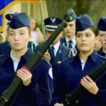退伍軍人節遊行向女兵致敬
