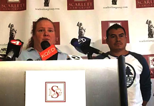 湯納(左)在記者會上講述受傷經歷。(視頻截圖)